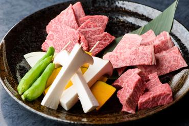 三種類の部位を食べ比べできる『牛屋3点盛り』