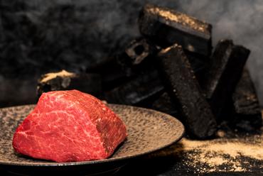 薪と炭焼きのステーキ