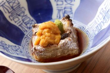 3種の胡麻が織りなすに食感に驚く。自慢の先付『焼き胡麻豆腐』