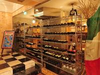 お酒は、イタリア産ワインにこだわったラインナップ