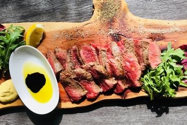 肉の甘み・旨みを存分に『熟成牛のステーキ 300g』