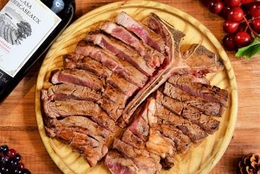 柔らかなお肉のおいしさを存分に満喫『Tボーンステーキ』
