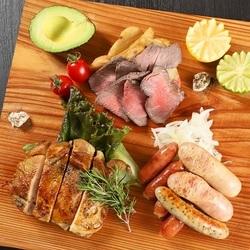 肉バルアモーレで本場のラクレットチーズが食べられる!