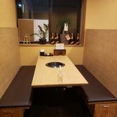 個室の様な空間で美味しい肉料理をご堪能下さい