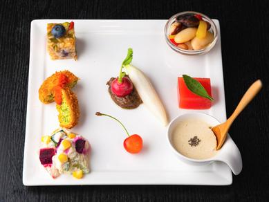 旬の野菜を中心に月代わりで提供される7品目『文月の一皿』