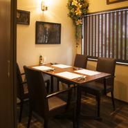 フロアの一部の扉を閉めることによって、個室として使うことも可能。会社の接待をはじめ、遠方からの友人を招いての食事会、仲間同士の宴会など、様々なシーンに活用できます。