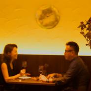 ゆっくり食事をしながら二人の会話を楽しみつつ、グラスを傾ければこの時間が明るく輝く未来へと繋がっていくことでしょう。今日という日が、特別な一日へと生まれ変わります。