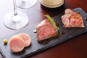 ジューシーな肉の旨味たっぷり! 『牛豚鶏の前菜3種盛り合わせ』