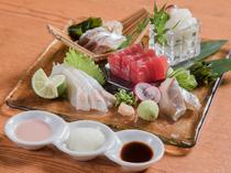 県産マグロや豊洲市場から届く鮮魚を使った鮮度抜群の『お造り盛り合わせ』