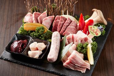 インパクト抜群な『料理長盛り』でやんばる島豚あぐーと沖縄県産牛肉を楽しむ