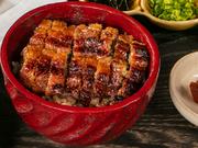 炭火で香ばしく焼き上げた、鰻の蒲焼を使用。外はカリッ、中はふっくらとした素材の味わいを楽しむ『ひつまぶし』は格別の味わいです。多彩な料理を楽しむコースのご飯ものとして、料理人がこだわる一品です。