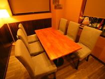 少人数グループでの利用や女子会に適したテーブル席