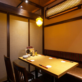 最大35~40名入る個室は、仕切りを入れると5つの完全個室に