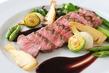 フランス料理美しょうコースの選べるメイン料理 A5山形牛サーロインのロースト赤ワインソース