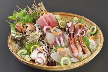 四季折々の新鮮な魚介に出合える『季節のお造り盛合せ』