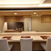 高級な素材を使い、すっきりと整えられた数寄屋風の空間