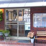 正式な店名は【Ma Cherie BRASSERIE DE EAULATERRE】。「EAU」はフランス語で水(ここでは川の意味で使用)、「LATERRE」はフランス語で地球という意味で、「星川の食堂」という思いが込められています。