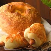 4種類のチーズがたっぷり入った『チーズフォンデュボール(写真奥)』