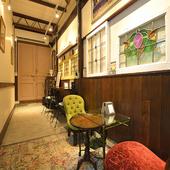 パリの街角にあるカフェを彷彿とさせる、オシャレな空間