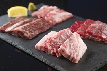 仕入れ次第で内容が異なるお楽しみ『肉を喰らわば特選四種盛り』