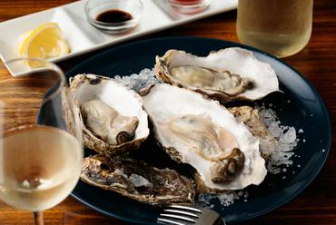 ほぼ毎日、横浜市場から直送されるフレッシュな『新鮮な生牡蛎』