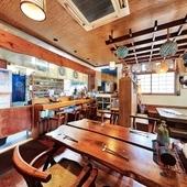 沖縄の魅力に触れ合える空間で味わう、店主がつくる郷土料理