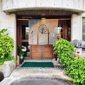 住宅街の中に佇む沖縄料理店