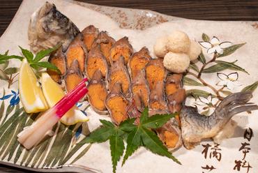 天然ニゴロ鮒を、近江の恵みでつくり上げる郷土料理『自家製鮒寿司』