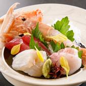 熟練の目利きで選りすぐった季節の鮮魚をいただく『お刺身の盛り合わせ』