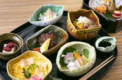 調理学校の教壇にも立つ店主がつくる、日本料理を愉しむコース。+2000円で飲み放題付になります