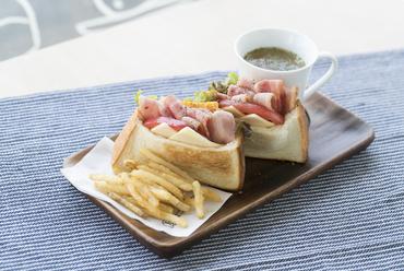 外はカリッ、中はもちもち食感の『BLETCサンドイッチ』