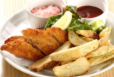たっぷりと添えられた新鮮野菜がうれしい『看板Menu! 梅チキン南蛮』
