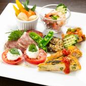 地元、香川の旬の野菜をふんだんに使った彩り豊かな『前菜の盛り合わせ』