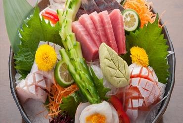 堺市場直送の鮮魚を日替わりの内容で『あじ姿造り入り上造り盛合せ2~3人前』