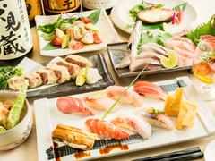 一通りの料理が含まれているので これだけで満足!季節の和食、寿司を 飲み物と一緒にお楽しみください。
