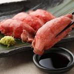 厳選和牛をつかった『ローストビーフプレート』は、旨みたっぷりの和牛のおいしさを存分に堪能できる一皿。丁寧にレアでグリルしたビーフのジューシーな味わいを楽しめます。好みで選べるソースも人気です。