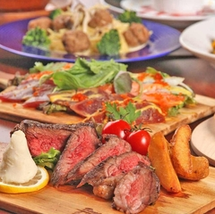 肉寿司7種やじっくり炭火で焼き上げた焼き鳥9種、さらには若鶏の唐揚げ、ポテトフライなど食べ放題で!