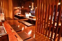 掘りごたつテーブル席で、囲んで焼肉を楽しめる2階。
