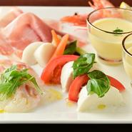 その日に仕入れた旬の食材を、冷菜・温菜・魚・肉バランスよく盛り合わせた一皿です。おすすめのメニューを、少しずつ楽しみたい方にオススメです。 3種類:1296円