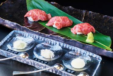 肉の濃厚な旨みをあますことなく堪能する『特選和牛握り寿司』