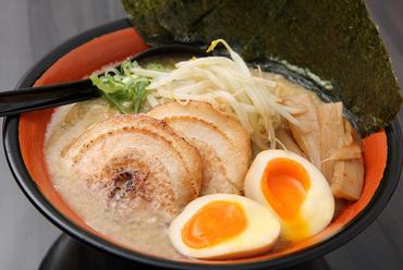 奥深い味わいがやみつきになる『東京豚骨ラーメン』