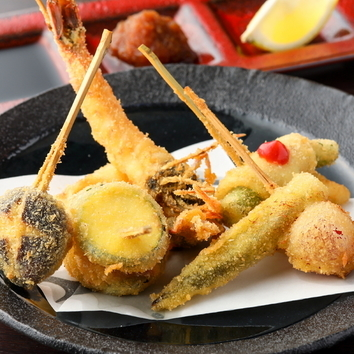 季節の前菜3種とおまかせ串コース 2800円(税抜)