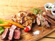 ワイン食堂の一押しグリル料理がいろいろ楽しめる一皿です。それぞれ素材に合わせたオリジナルソースで! 4種(鶏・合鴨・牛・仔羊 760g) 6200円