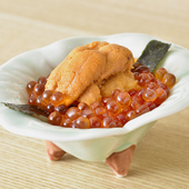 2つの贅沢な味が絶妙のコンビネーション『ウニとイクラの小丼』