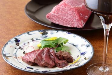 赤身の旨さときめ細やかなサシ『A5黒毛和牛ヒレ肉ステーキ』