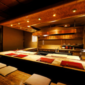 料理人の手仕事を間近にできる居心地のいいカウンター席が人気