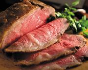 高級知多牛のローストビーフ 自家製コールスローとたっぷりサラダを トマトペーストで練り上げたトルティーヤで 巻いています