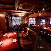 ラグジュアリーな2階フロアは、ビジネスパーティーや会食に最適
