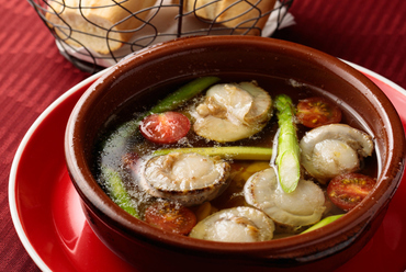 季節ごとに変わる食材を味わう『本日のアヒージョ』