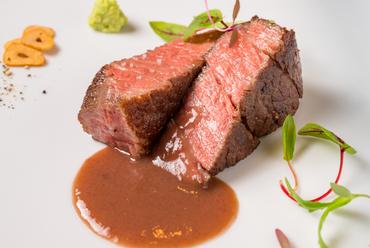 絶妙の火入れ、極上肉の旨みを最大限に『黒毛和牛 特上フィレのステーキ』